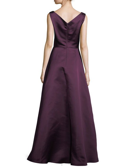 Noteworthy Sleeveless Silk Gown