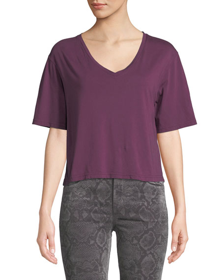 Maria Cropped V-Neck Tee in Plum