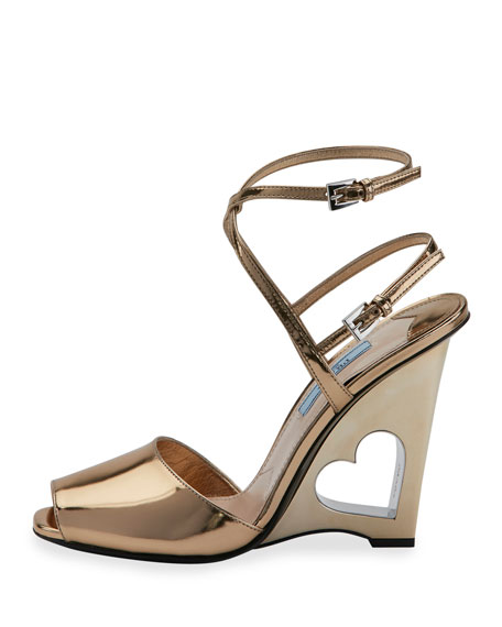 Heart-Cutout Wedge 110mm Sandal, Platino