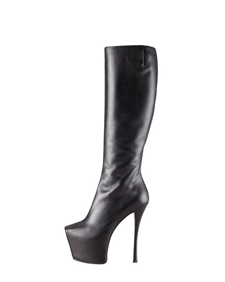 Exaggerated Platform Boot