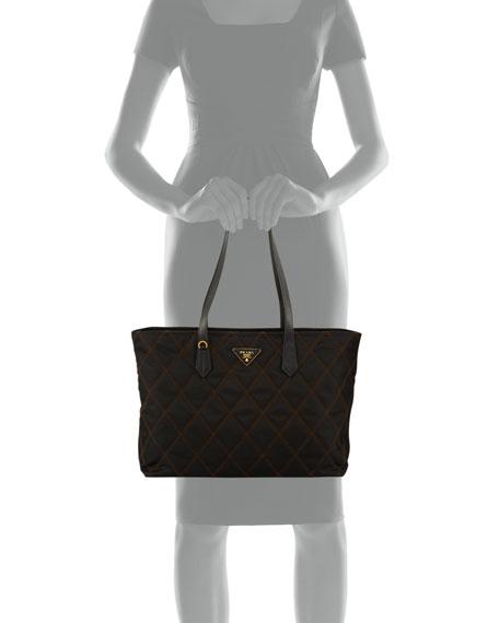 Medium Leather Chain-Detail Shoulder Bag