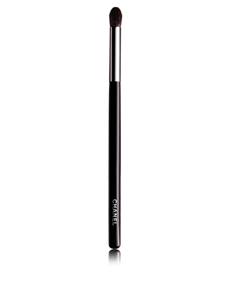<b>GRAND PINCEAU PAUPIÈRES ROND<</b>br>Large Tapered Blending Brush #19