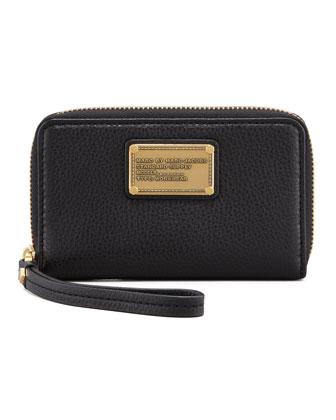 Classic Q Wingman Wristlet Zip Wallet, Black