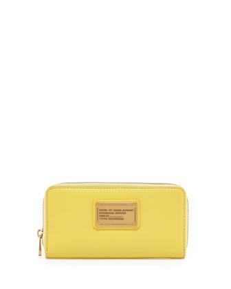 Classic Q Vertical Zip Wallet, Banana Creme